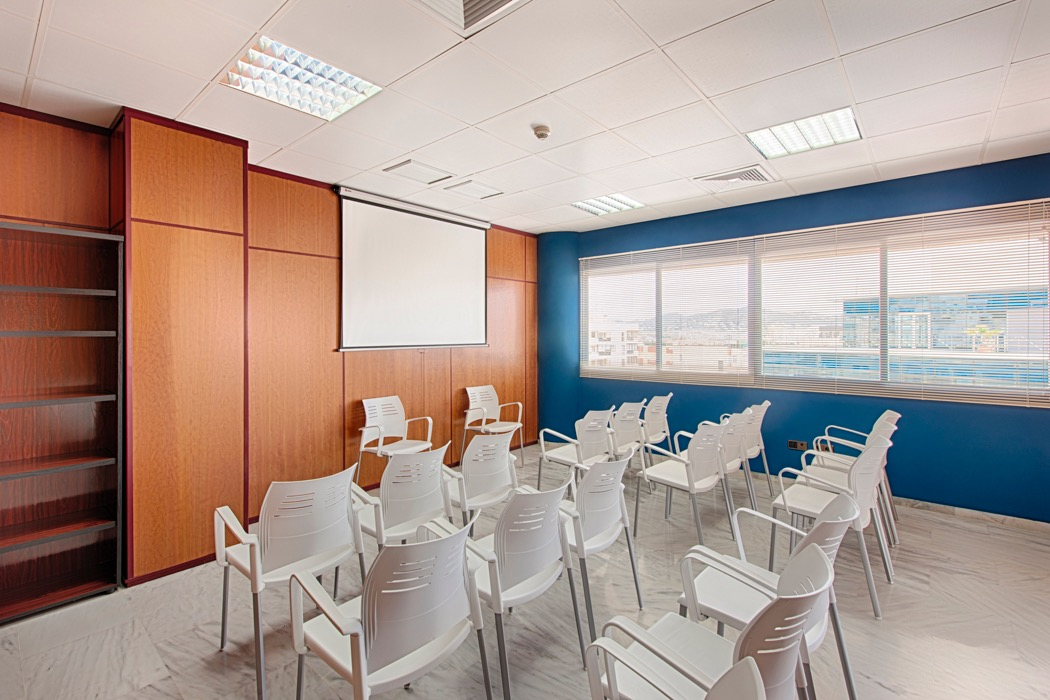 Coworking ibiza sala multimedia business point ibiza for Oficina de empleo ibiza