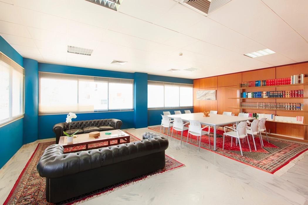 Business Point Ibiza Sala de Riuniones 14 personas